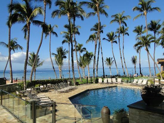 Mana Kai Maui: La zona de piscina y al fondo el mar