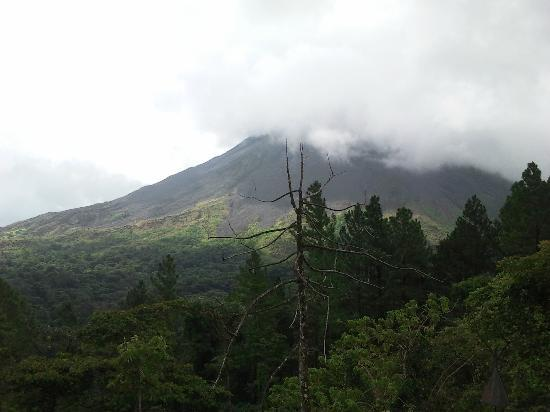 Arenal Observatory Lodge & Spa: Cloudy view of volcano