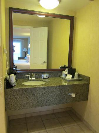 BEST WESTERN Pier Point Inn: Vanity