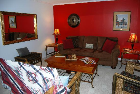 Clay Corner Inn, Blacksburg Magnolia House Living Room