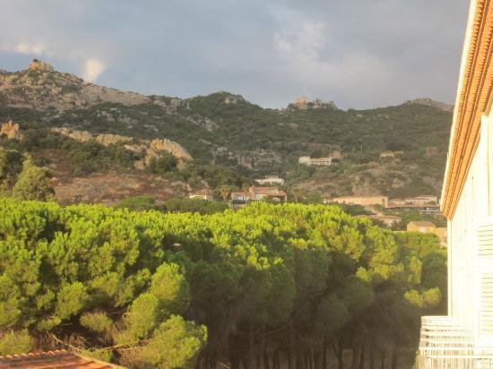 Les Arbousiers : Utsikt mot bergen