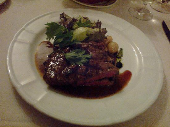 كولمار تروبيكالي: Rib eye steak with black pepper sauce 
