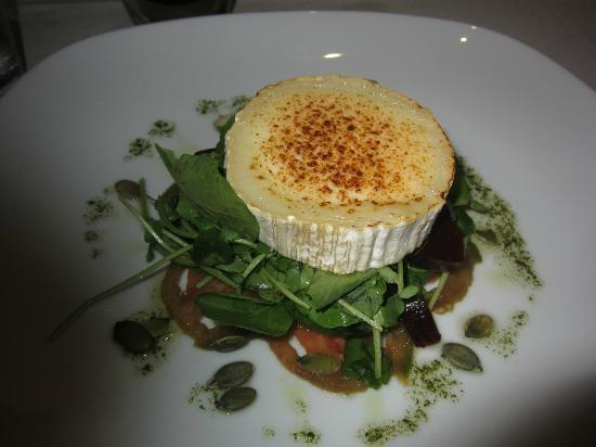 Hermosa : Baked goat cheese with salad