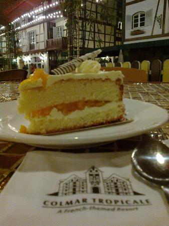 كولمار تروبيكالي: Delicious mango cake, must try! 