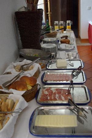 Pousada de Vila Pouca da Beira: Mesa do cafe da manhã