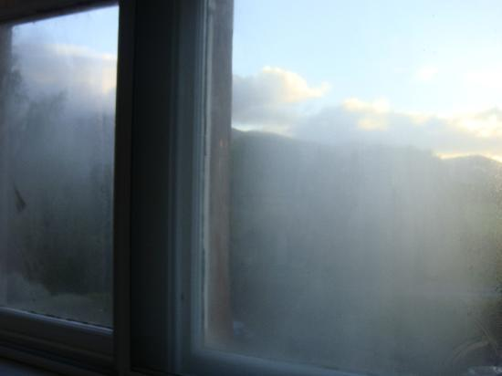 Middle Ruddings Country Inn: condensation in secondary double glazing