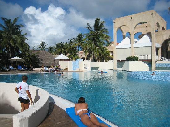 Las hermosas piscinas fotograf a de melia las americas for Imagenes de piscinas bonitas