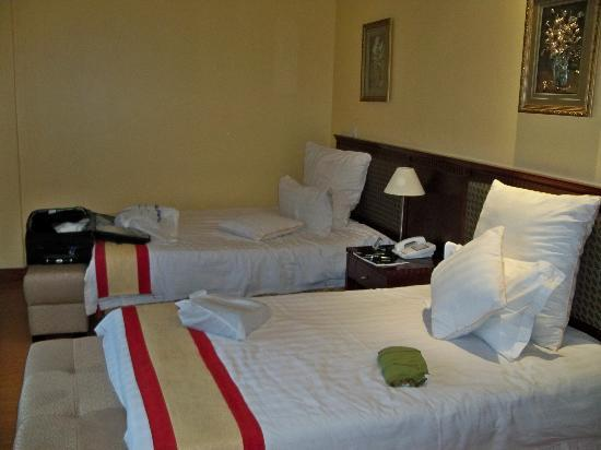 East African All Suite Hotel & Conference Centre: Beds