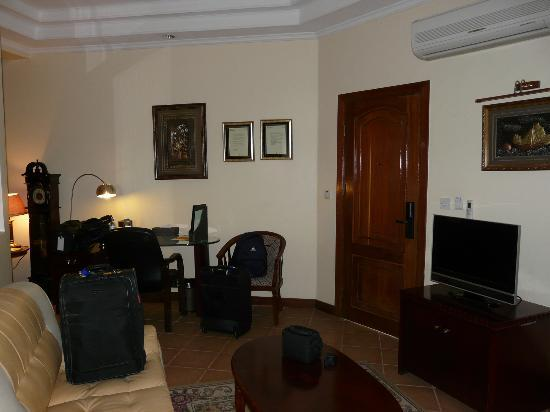 East African All Suite Hotel & Conference Centre: Living Room Area