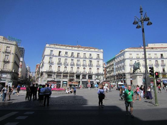 Context Madrid Tours: Puerta Del Sol, Madrid, Espana