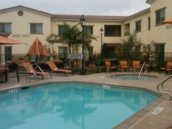 Courtyard Santa Barbara Goleta: Pool and jacuzzi