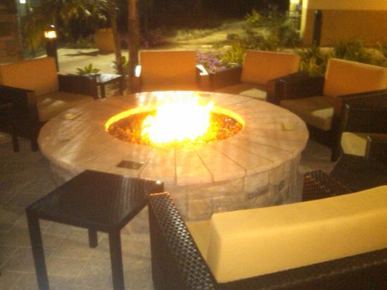 Courtyard Santa Barbara Goleta: Fire Table