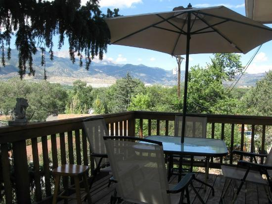 Suite ~ Private Deck With View of Pikes Peak ! - Picture of