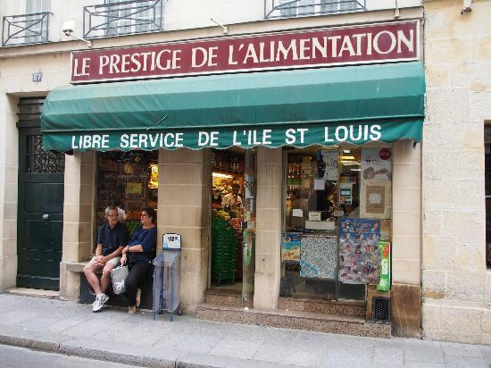 Hotel de Lutece: Small market next door to hotel