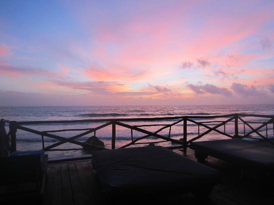 Casa Ixchel : Sunrise from pool deck