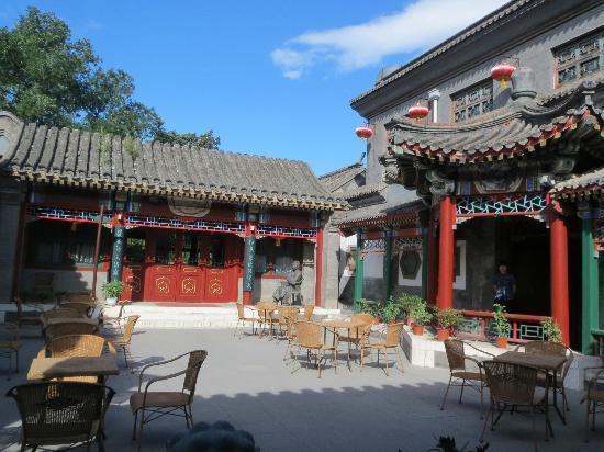 Lusongyuan Hotel: breakfast courtyard