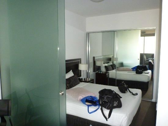Chifley Apartments Newcastle: Small bedroom