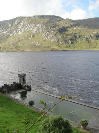 Castello di Glenveagh: Pool that's now a lily pond