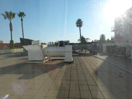 Ramada Plaza West Hollywood Hotel & Suites: View from the room... Can't all be winners.