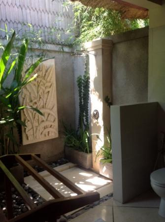 Villa Bugis: pool bungalow with open air bathroom