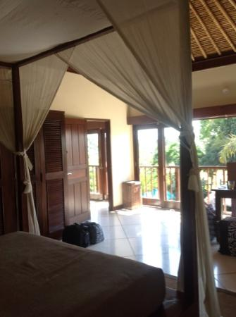 Villa Bugis: main bedroom with fully opening glass doors