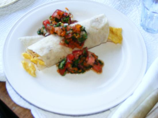 Woodstock Country Inn: Sunday morning Breakfast Burrito with homemade salsa!
