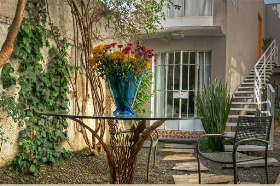 Stella Bed & Breakfast: Garden and Room 5 entrance/ Jardín y Entrada a la Habitación 5