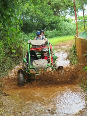 Marianas Trekking: Getting muddy!