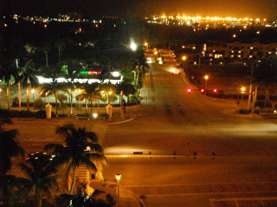 Hyatt Regency Pier Sixty-Six: view from the room at night