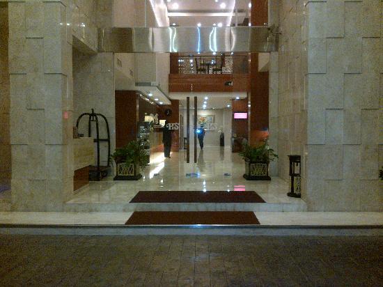 Hotel Santika Jemursari : Hotel Lobby