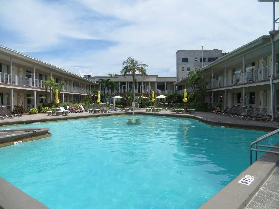 Thunderbird Beach Resort : View of the pool