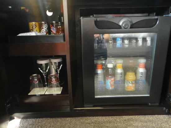 Loews Atlanta Hotel: Mini Bar, glasses, etc.