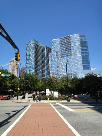 Loews Atlanta Hotel: Another view of hotel