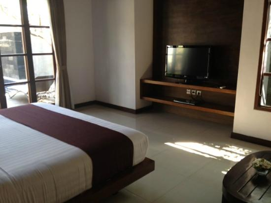 The Wolas Villas & Spa: Tv in Bedroom