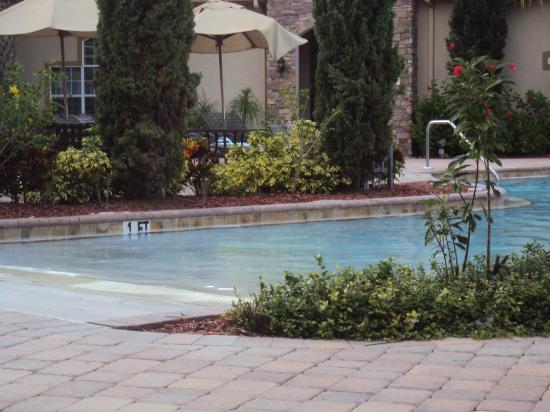 Tuscana Resort Orlando by Aston: la divina piscina agua caliente,salada rica cascada para masajes...ah y el jacuzzi excepcional