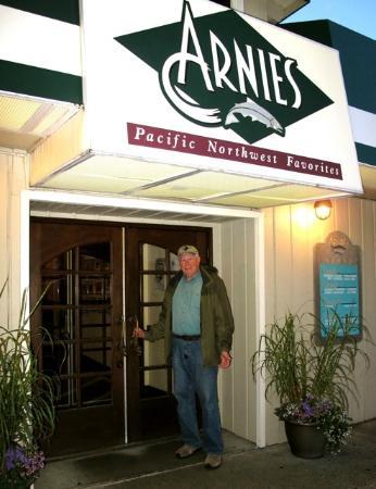 Arnie's Restaurant & Bar - Mukilteo: Arnie's Front Door