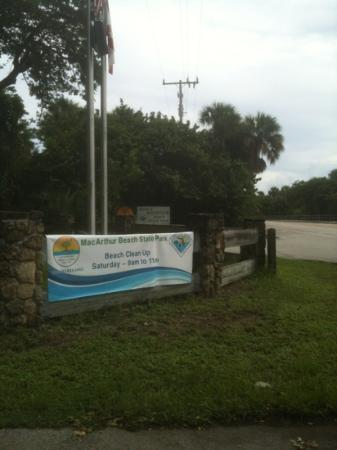 John D. MacArthur Beach State Park: entrance