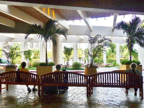 Hale Koa Hotel: Lobby of Hale Koa