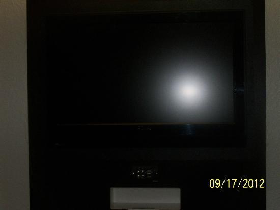 "Motel 6 Las Vegas - Tropicana: 32"" HDTV Flatscreen with external ports (HDMI, VGA, RCA)"