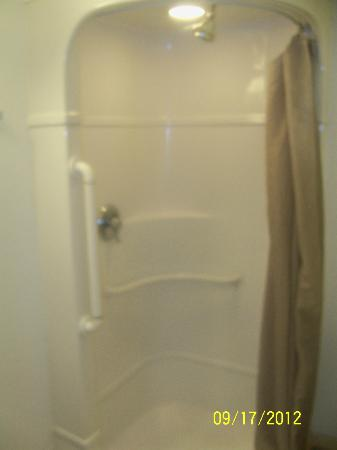 Motel 6 Las Vegas - Tropicana: Shower (Very Compact)