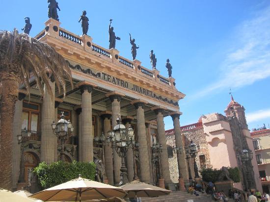 Posada Santa Fe: Teatro Juarez