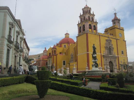 هوتل بوسادا سانتا في: la ciudad 
