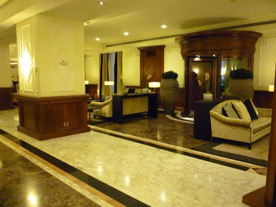 Starhotels Majestic: Lobby area with free wi-fi