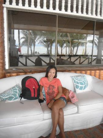 Patio Victoria Tacloban : Comfortable Ocean View Couch