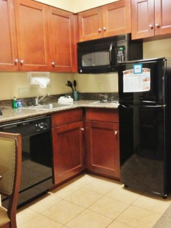 Staybridge Suites Buffalo-Airport: Kitchen