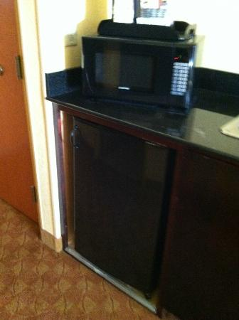 Comfort Suites Suffolk-Chesapeake: Microwave/Fridge