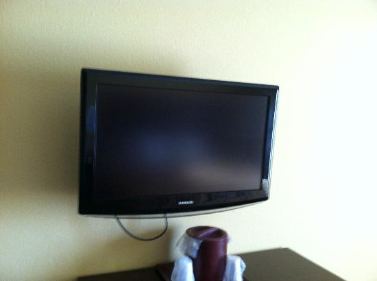 Comfort Suites Suffolk-Chesapeake: Television