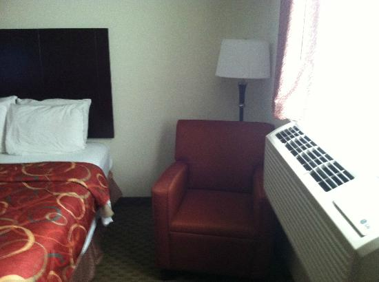 Red Lion Inn and Suites Eugene: bed