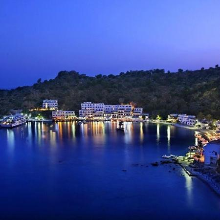 Daskalogiannis Hotel: Loutro in early evening