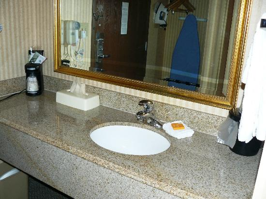 La Quinta Inn & Suites Stevens Point: Sink area